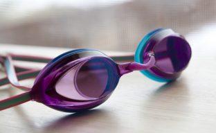 راهنمای شستشو و نگهداری از عینک شنا